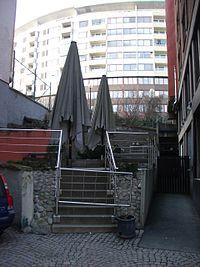 Det som återstår av Södra Liden - vy upp mot Otterhällan mellan husen på Kungsgatan 10 och 12.