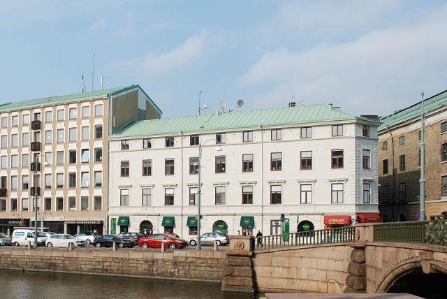 Norra Hamngatan 10, Radheska huset, Johan Eberhart Carlberg. Foto från Wikimedia Commons.