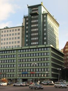 Otterhall från nordväst. Foto: Rolf Broberg, Wikimedia Commons.