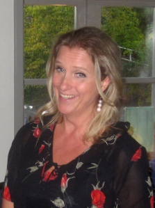 Carolina Sandgren förnöjde   och tjusade publiken på Jaktslottet den 29 september. Foto: Eskil Malmberg
