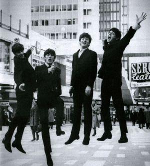 The Beatles lågflygande på Hötorget, Sthlm okt 1963